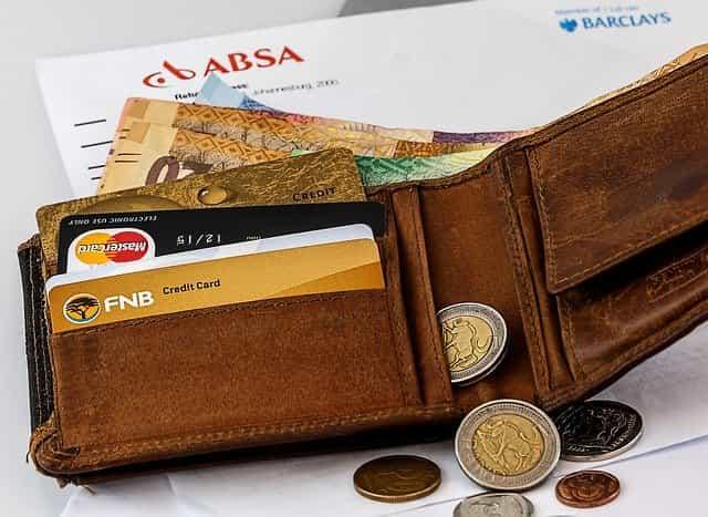 財布と現金、カード